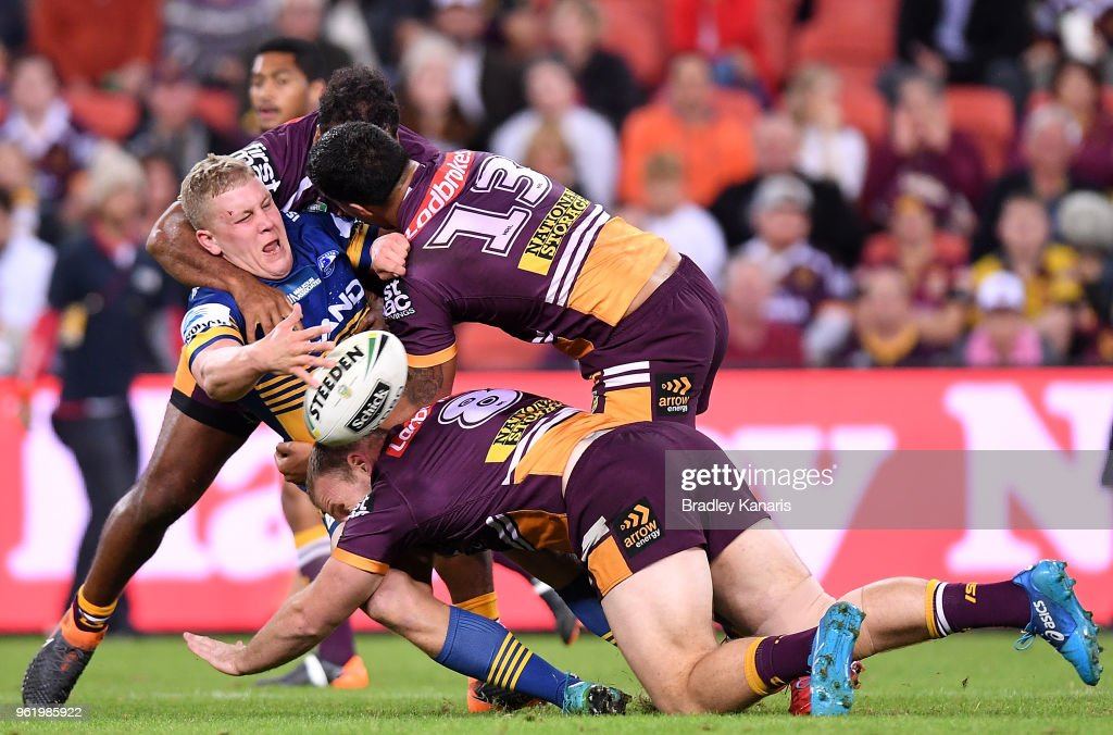 Daniel Alvaro of the Eels offloads during the round 12 NRL match between the Brisbane Broncos and the Parramatta Eels at Suncorp Stadium on May 24, 2018 in Brisbane, Australia.