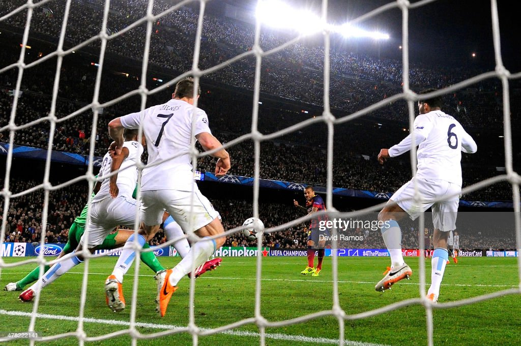 Daniel Alves of Barcelona scores his team's second goal during the UEFA Champions League Round of 16, second leg match between FC Barcelona and Manchester City at Camp Nou on March 12, 2014 in Barcelona, Spain.