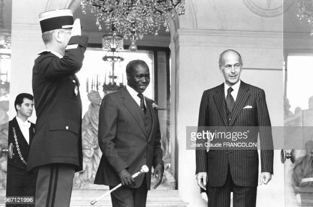 Daniel arap Moi lors de son premier voyage officiel en tant que Président de la république du Kenya reçu par Valéry Giscard d'Estaing au palais de...