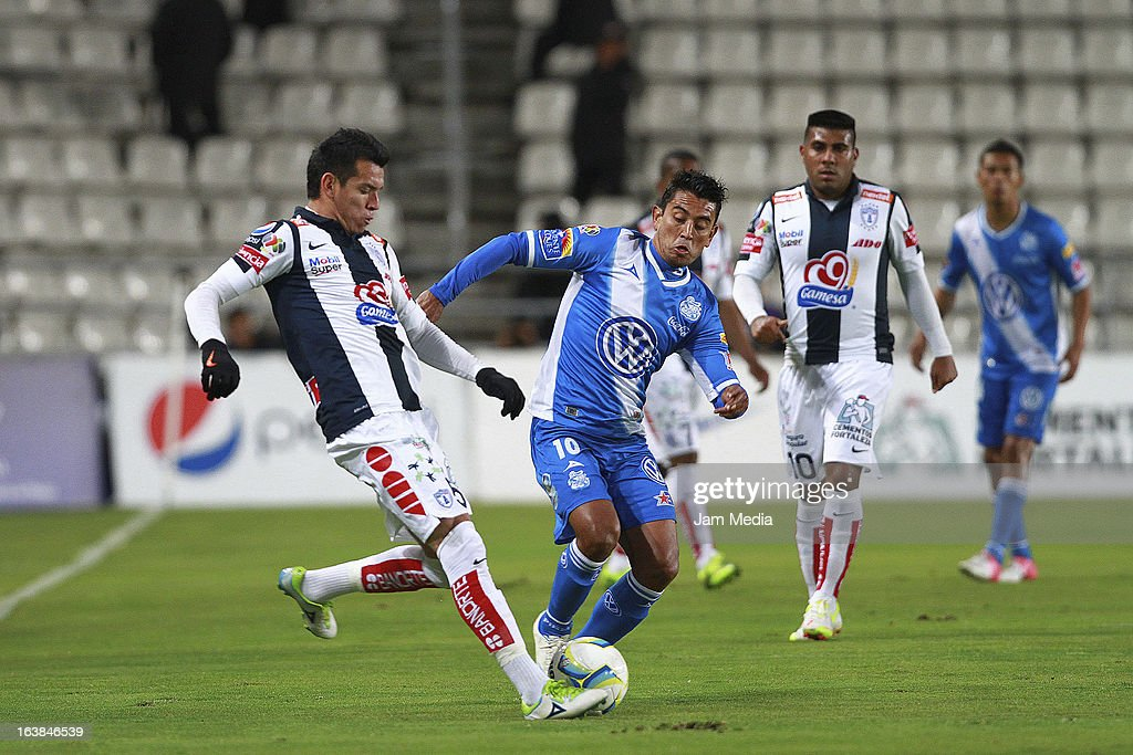 Daniel Arreola (L) of Pachuca struggles for the ball with Alberto Medina (R) of Puebla during a match Clausura 2013 Liga MX at Hidalgo Stadium on march 16, 2012 in Pachuca, Mexico.