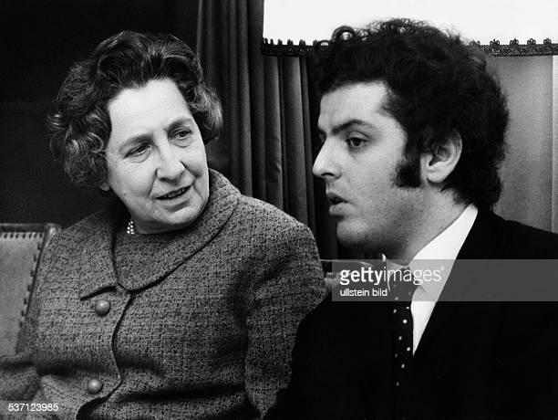 Daniel Barenboim *-, Pianist, Dirigent, Israel , - bei einem Presseempfang im Hotel, Kempinski anläßlich des Todes von Sir, John Barbirolli, Evelyn...