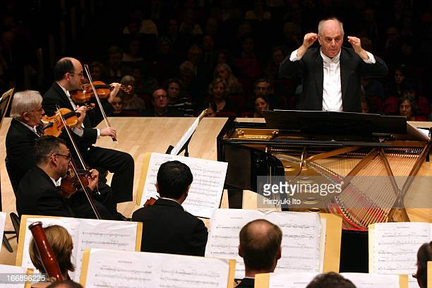 Daniel Barenboim leading the Chicago Symphony Orchestra at Carnegie Hall on Friday night, November 4, 2005.This image:Daniel Barenboim conducting the...