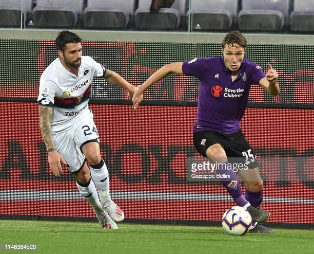 Daniel Bessa of CFC Genoa and Federico Chiesa of ACF Fiorentina in action during the Serie A match between ACF Fiorentina and Genoa CFC at Stadio...