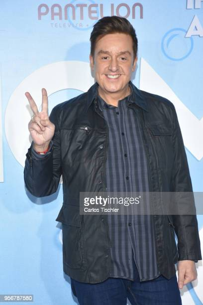 Daniel Bisogno poses for pictures during the 'Overboard ' Mexico City premiere at Cinemex Antara on May 8 2018 in Mexico City Mexico