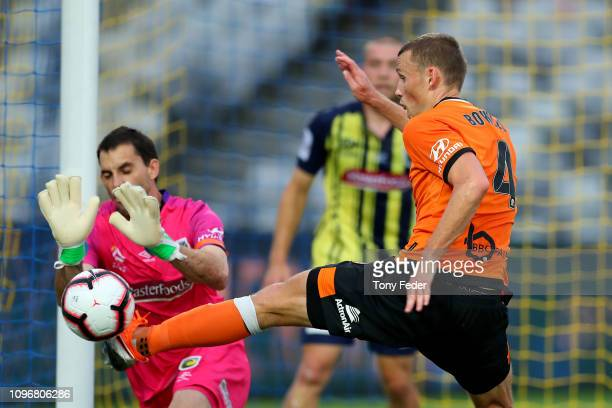 Daniel Bowles of Brisbane Roar contests the ball with Ben Kennedy of the Central Coast Mariners during the round 14 A-League match between the...