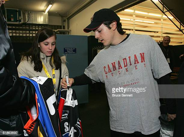 Daniel Briere of SC Bern signs autographs for fans prior to SC Bern's game against the Primus Worldstars on December 15, 2004 at Bern Arena in Bern...