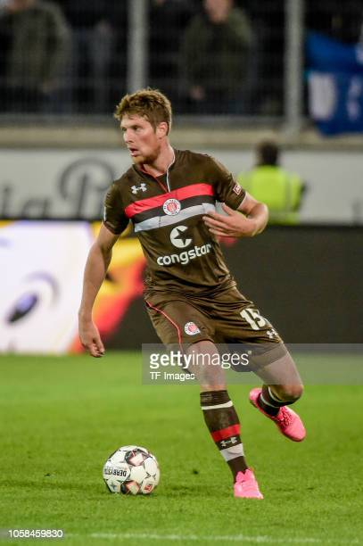 Daniel Buballa of St Pauli controls the ball during the Second Bundesliga match between MSV Duisburg and FC St Pauli at SchauinslandReisenArena on...