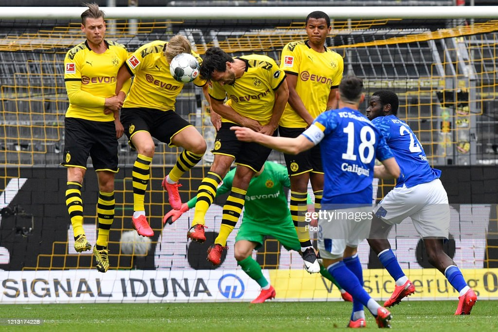 Daniel Caligiuri Of Fc Schalke 04 Has A Free Kick Blocked During The News Photo Getty Images