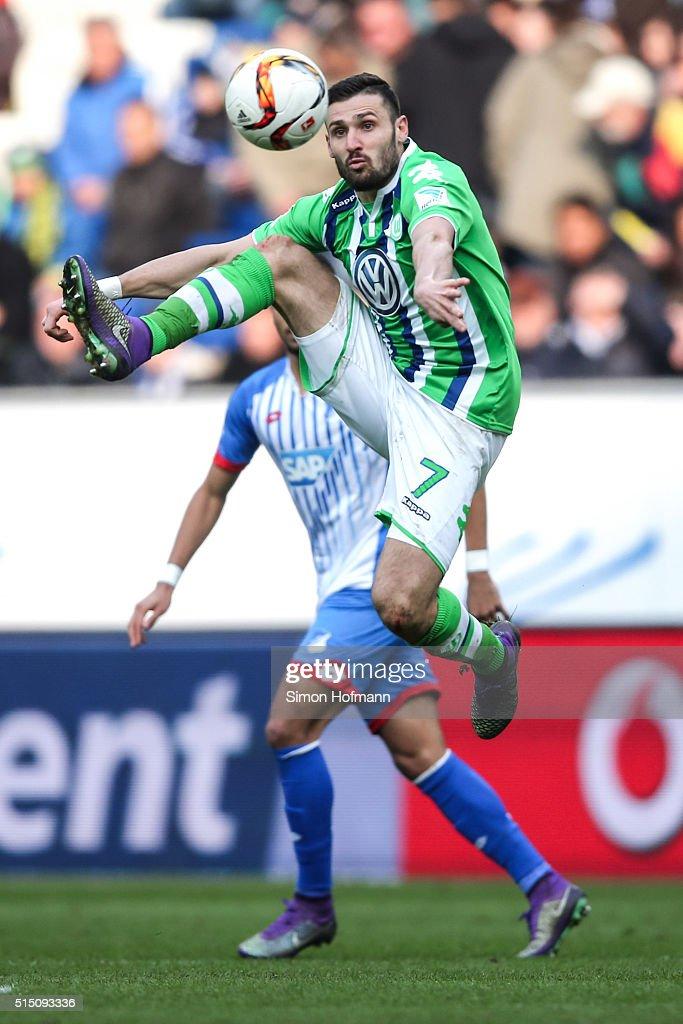 Daniel Caligiuri of Wolfsburg controls the ball during the Bundesliga match between 1899 Hoffenheim and VfL Wolfsburg at Wirsol Rhein-Neckar-Arena on March 12, 2016 in Sinsheim, Germany.