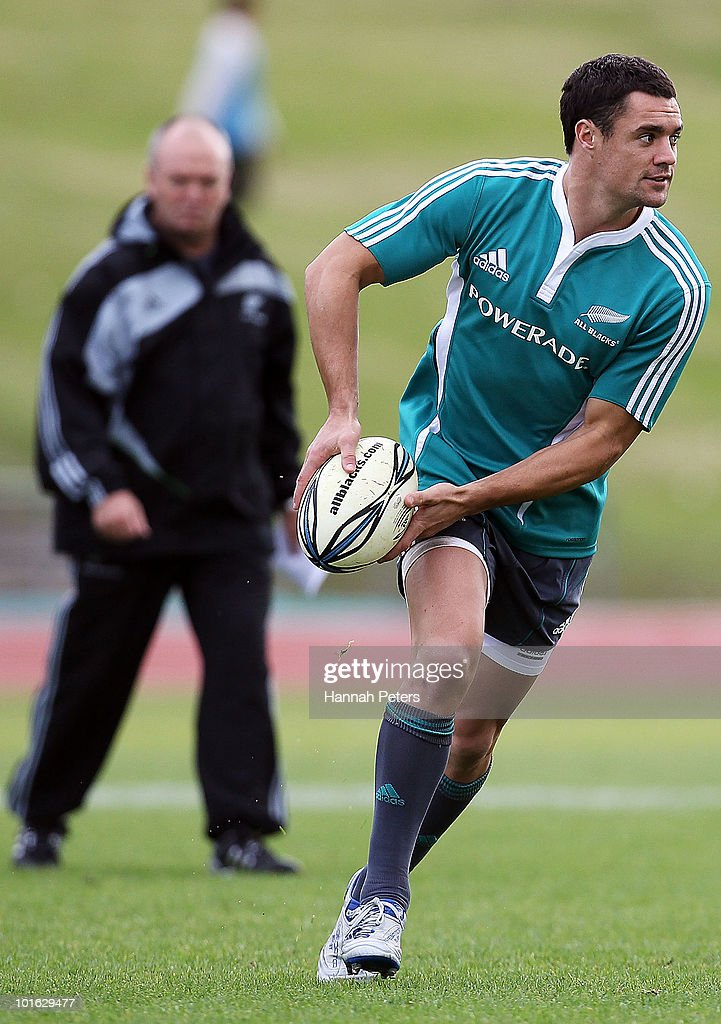 Daniel Carter of the All Blacks looks to pass the ball out during a New Zealand All Blacks training session at Trusts Stadium on June 5, 2010 in Auckland, New Zealand.