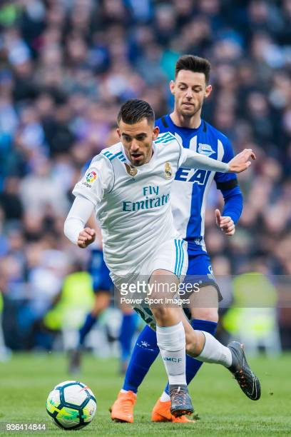 Daniel Ceballos Fernandez D Ceballos of Real Madrid fights for the ball with Jorge Franco Alviz Burgui of Deportivo Alaves during the La Liga 201718...