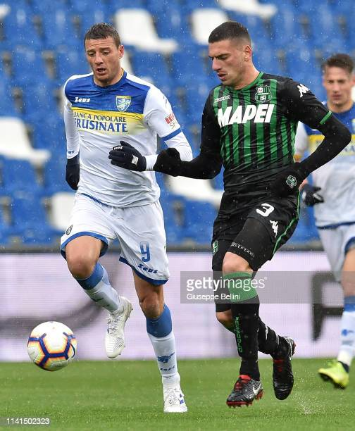 Daniel Ciofani of Frosinone Calcio and Merih Demiral of US Sassuolo in action during the Serie A match between US Sassuolo and Frosinone Calcio at...