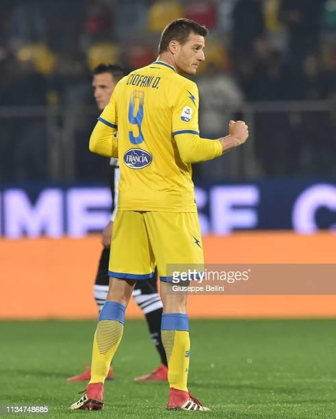 Daniel Ciofani of Frosinone Calcio celebrates after scoring goal 3-2 during the Serie A match between Frosinone Calcio and Parma Calcio at Stadio...