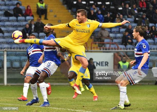 Daniel Ciofani of Frosinone Calcio in action during the Serie A match between UC Sampdoria and Frosinone Calcio at Stadio Luigi Ferraris on February...