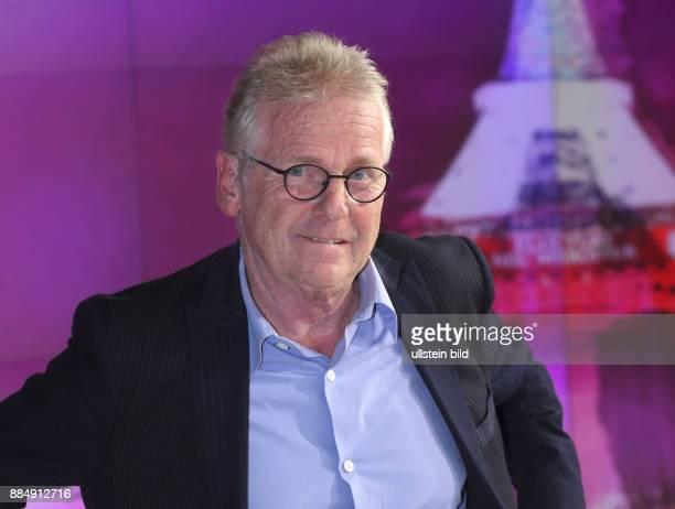 Daniel CohnBendit in der ZDFTalkshow maybrit illner am in Berlin Angriff auf die Freiheit Wie bekämpft Europa den Terror