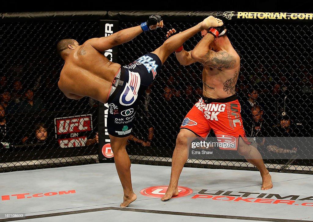UFC on FOX: Mir v Cormier : News Photo