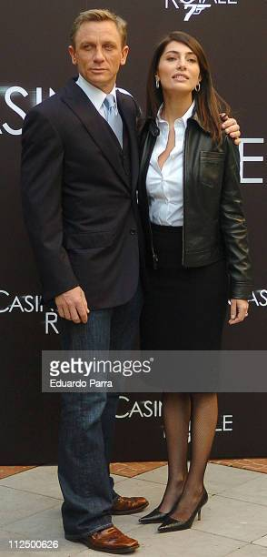 Daniel Craig and Caterina Murino during 'Casino Royale' Photocall Madrid at Santo Mauro Hotel in Madrid Spain