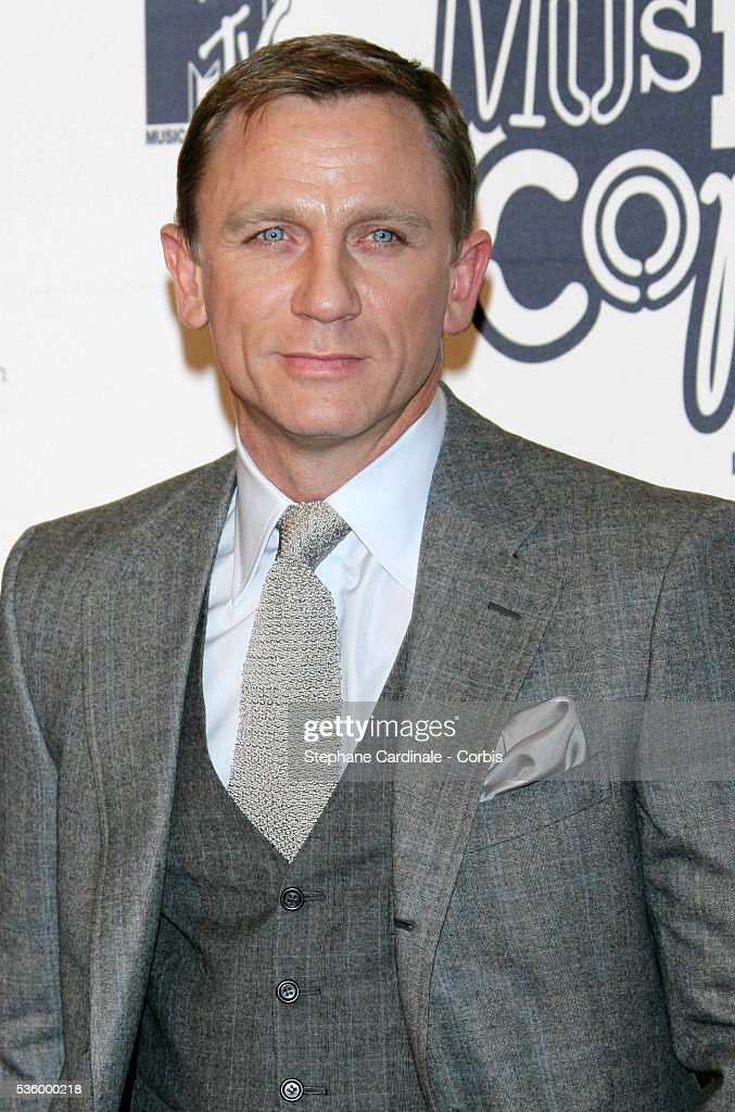 https://media.gettyimages.com/photos/daniel-craig-arrives-at-the-13th-annual-mtv-europe-music-awards-held-picture-id536000218