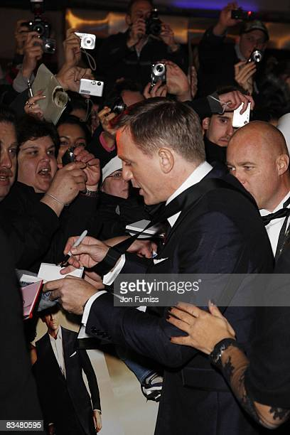 Daniel Craig attends the world premiere of 'Quantum of Solace' at Odeon Leicester Square on October 29, 2008 in London, England.