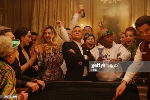 LIVE Daniel Craig Episode 1782 Pictured Chloe Fineman Heidi Gardner host Daniel Craig and Kenan Thompson during the James Bond Scene sketch on...