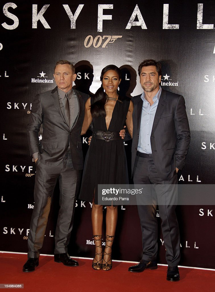 Daniel Craig, Naomie Harris and Javier Bardem attend the 'Skyfall' photocall premiere at Santa Ana Square on October 29, 2012 in Madrid, Spain.
