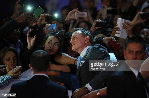 Daniel Craig poses for a picture with a fan during the red carpet of the 'Spectre' film Premiere at Auditorio Nacional on November 02 2015 in Mexico...