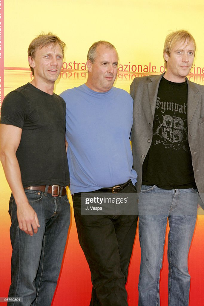 daniel-craig-roger-michell-and-rhys-ifans-picture-id98760301