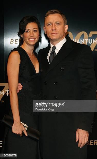 Daniel Craig Und Freundin Satsuki Mitchell Bei Der 007 Ein Quantum Trost Premiere Im Cinestar Am Potsdamer Platz In Berlin Am 031108