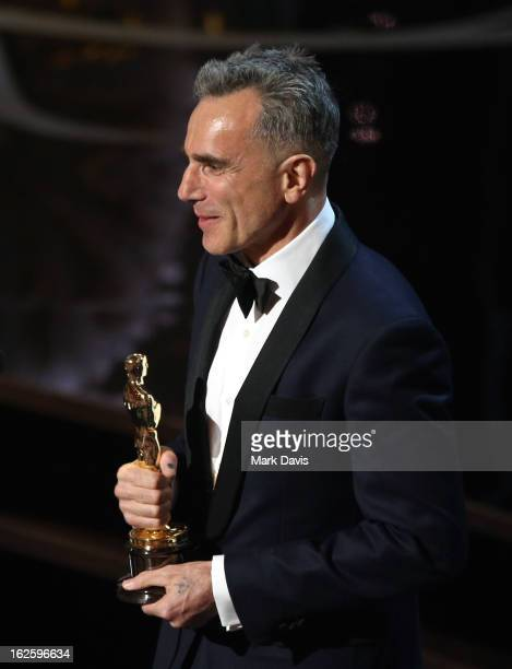 Th Annual Academy Awards Show  C B Daniel Daylewis Accepts Best Actor Award For Lincoln Onstage During The Oscars Held At