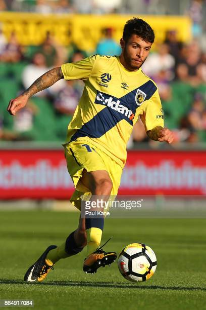 Daniel De Silva of the Mariners controls the ball during the round three ALeague match between Perth Glory and the Central Coast Mariners at nib...
