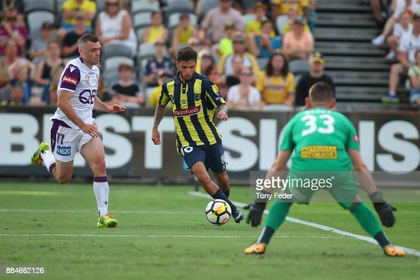 Daniel De Silva of the Mariners heads towards goal during the round nine ALeague match between the Central Coast Mariners and Perth Glory at Central...