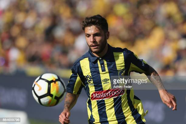 Daniel De Silva of the Mariners in action during the round nine ALeague match between the Central Coast Mariners and Perth Glory at Central Coast...
