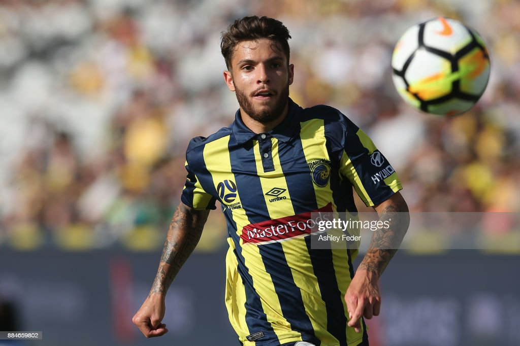 Daniel De Silva of the Mariners in action during the round nine A-League match between the Central Coast Mariners and Perth Glory at Central Coast Stadium on December 3, 2017 in Gosford, Australia.