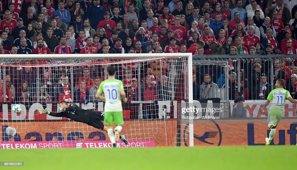 Daniel Didavi #11 of Wolfsburg scores the equalizing goal during the Bundesliga match between FC Bayern Muenchen and VfL Wolfsburg at Allianz Arena on September 22, 2017 in Munich, Germany.