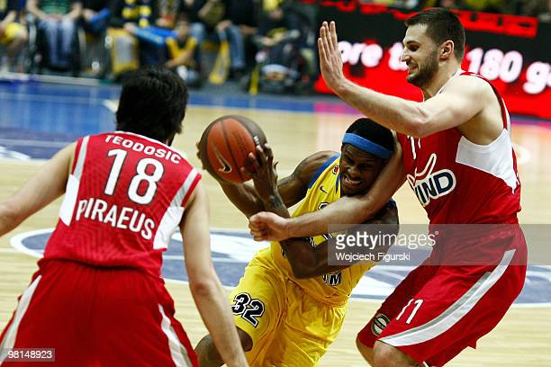 Daniel Ewing #32 of Asseco Prokom competes with Linas Kleiza #11 of Olympiacos Pireus in action during the Euroleague Basketball 20092010 Play Off...