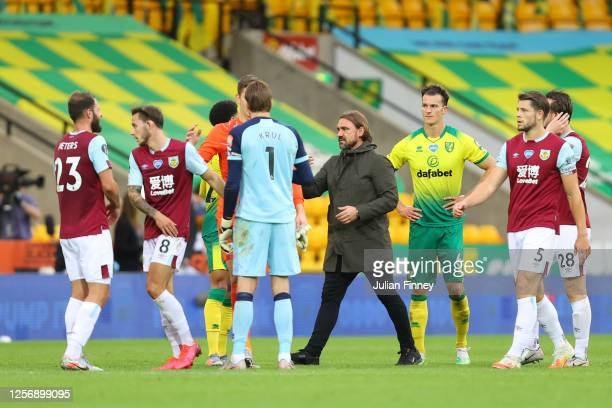 Daniel Farke, Manager of Norwich City shakes hands with players following the Premier League match between Norwich City and Burnley FC at Carrow Road...