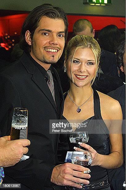 Daniel Fehlow Lebensgefährtin Tanja Szewczenko Gala zur 'Verleihung des Internationalen Schlagerpreises' Ludwigshafen Foyer Getränke Gläser Bier