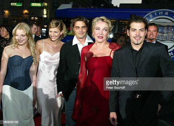 Daniel Fehlow Lebenspartnerin Nina Bott Lisa Riecken Daniel Wiemer Yvonne Catterfeld Verleihung 'Goldene Henne 2002' Berlin Deutschland Europa...
