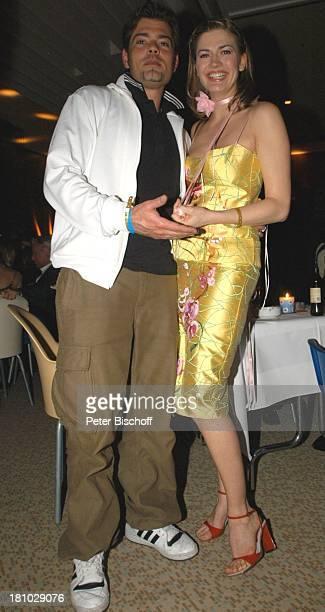 Daniel Fehlow Nina Bott AftershowParty nach der 'Echo 2004'Verleihung Berlin 'Palais am Funkturm' Dekollete Promis Prominente Prominenter