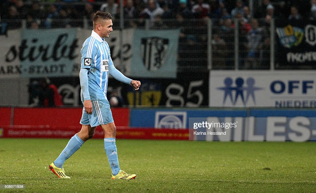 Daniel Frahn of Chemnitz leaves the pitch after receiving the red card during the Third League match between Chemnitzer FC and 1.FC Magdeburg at Stadion an der Gellertstrasse on February 05, 2016 in Chemnitz, Germany.