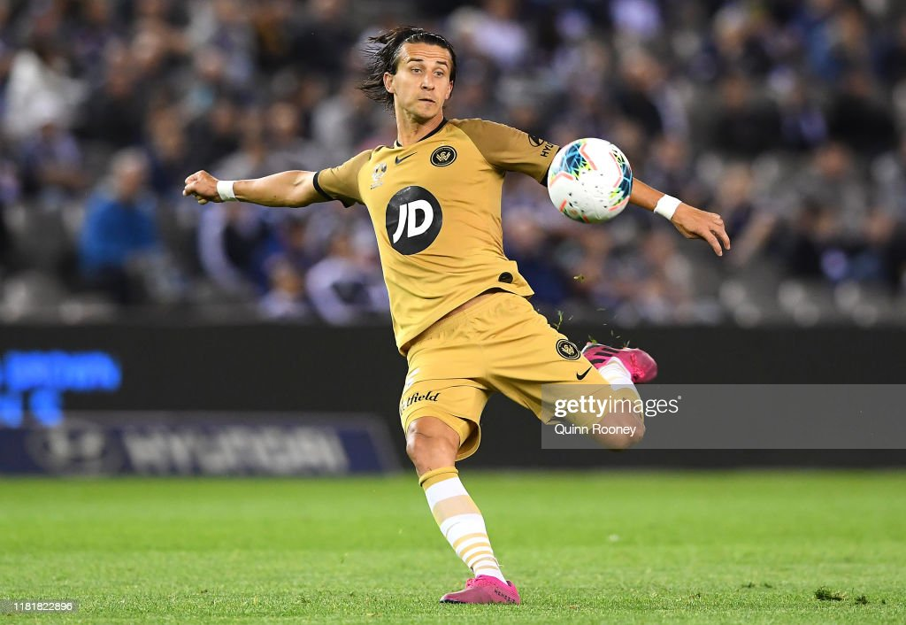 A-League Rd 2 - Melbourne Victory v Western Sydney : News Photo