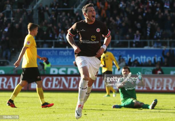 Daniel Ginczek of St. Pauli celebrates with his team mates after scoring his team's third goal during the Second Bundesliga match between FC St....