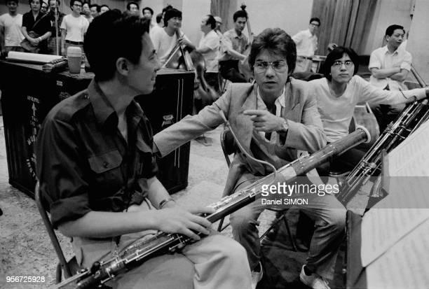 Daniel Guichard enregistre les 9 symphonies de Beethoven avec l'orchestre philarmonique de Pékin le 8 spetembre 1983 Chine