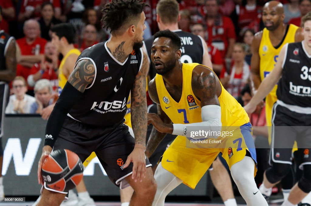 Daniel Hackett, #0 of Brose Bamberg competes with Deandre Kane, #7 of Maccabi Fox Tel Aviv during the 2017/2018 Turkish Airlines EuroLeague Regular Season Round 1 game between Brose Bamberg v Maccabi Fox Tel Aviv at Brose Arena on October 12, 2017 in Bamberg, Germany.