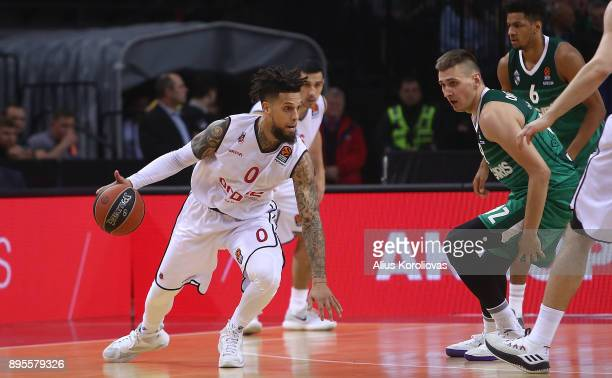 Daniel Hackett #0 of Brose Bamberg competes with Edgaras Ulanovas #92 of Zalgiris Kaunas in action during the 2017/2018 Turkish Airlines EuroLeague...