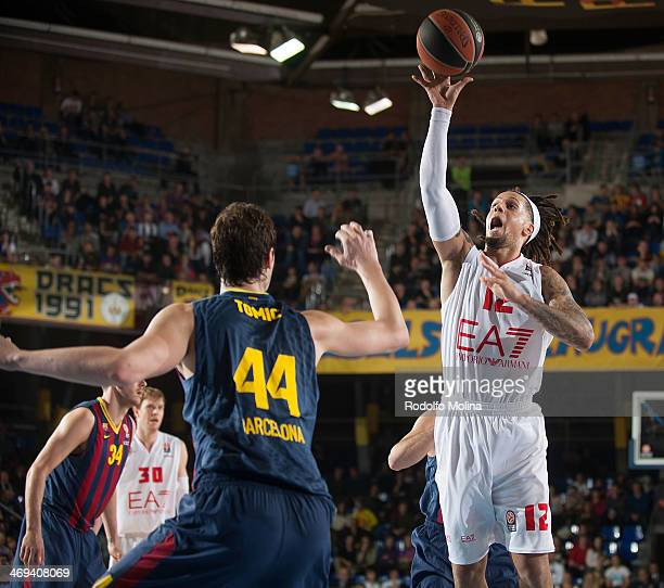 Daniel Hackett #12 of EA7 Emporio Armani Milan in action during the 20132014 Turkish Airlines Euroleague Top 16 Date 6 game between FC Barcelona...