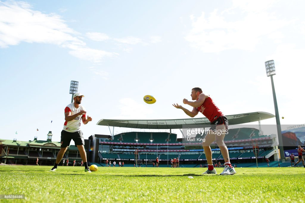 Daniel Hannebery of the Swans handballs during a Sydney Swans AFL training session at Sydney Cricket Ground on September 13, 2017 in Sydney, Australia.