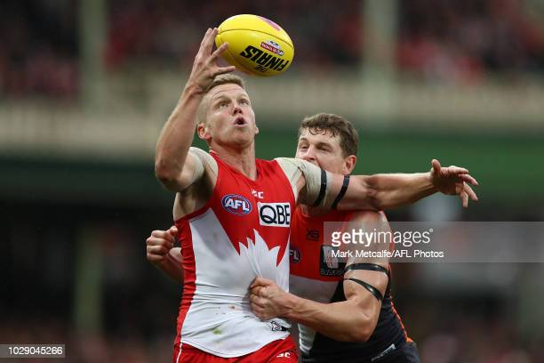 Daniel Hannebery of the Swans in action during the AFL Second Elimination Final match between the Sydney Swans and the GWS Giants at Sydney Cricket...
