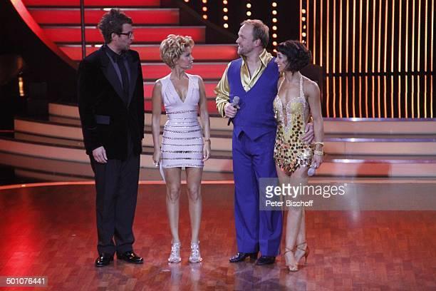 """Daniel Hartwich, Sylvie van der Vaart , Moritz A. Sachs mit Tanzpartnerin Melissa Ortiz-Gomez , Viertelfinale der 4.Staffel der RTL-Tanzshow """"Let's..."""