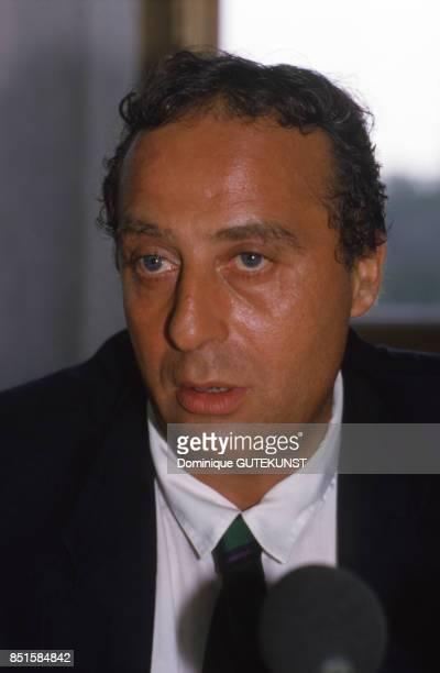 Daniel Hechter pendant la conférence de presse du RC Strasbourg en France le 18 juin 1986